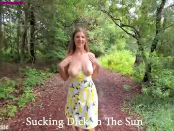https://roomimg.stream.highwebmedia.com/ri/19honeysuckle.jpg?1596510960