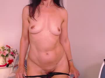 Busy model I am Adelina (Adelina_shine) hastily bumped by merciful butt plug on free sex chat