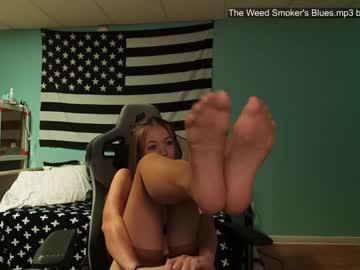 https://roomimg.stream.highwebmedia.com/ri/anabelleleigh.jpg?1563347340