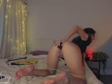 https://roomimg.stream.highwebmedia.com/ri/audrey_.jpg?1597118400