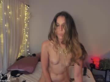 https://roomimg.stream.highwebmedia.com/ri/audrey_.jpg?1597118760