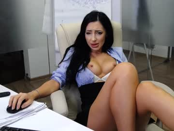 https://roomimg.stream.highwebmedia.com/ri/babesgowild.jpg?1563346260
