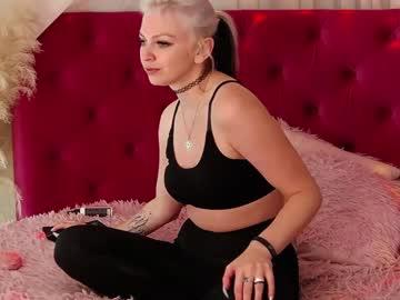 britanny_b's chat room
