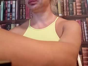 https://roomimg.stream.highwebmedia.com/ri/cheatinwife.jpg?1558392240