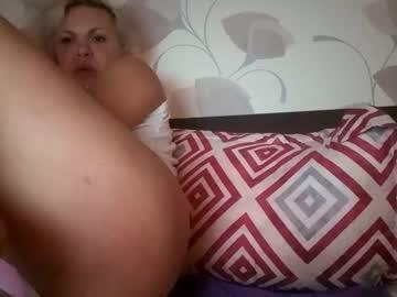 https://roomimg.stream.highwebmedia.com/ri/cheatinwife.jpg?1558393740