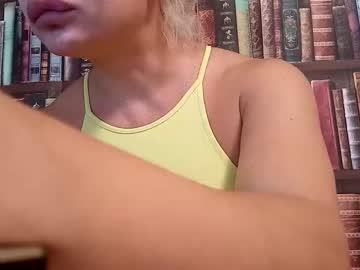 https://roomimg.stream.highwebmedia.com/ri/cheatinwife.jpg?1563744660