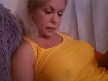 https://roomimg.stream.highwebmedia.com/ri/cheatinwife.jpg?1563745050