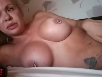 https://roomimg.stream.highwebmedia.com/ri/cheatinwife.jpg?1563757560