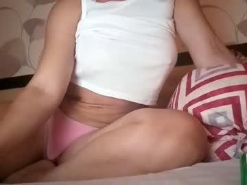 https://roomimg.stream.highwebmedia.com/ri/cheatinwife.jpg?1563758460