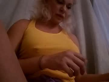https://roomimg.stream.highwebmedia.com/ri/cheatinwife.jpg?1563759210