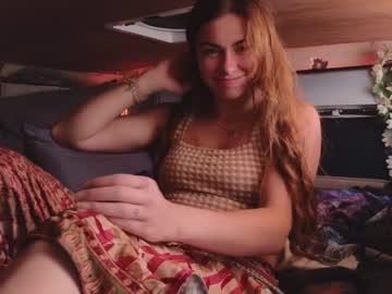 https://roomimg.stream.highwebmedia.com/ri/chroniclove.jpg?1563942390