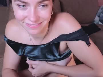 https://roomimg.stream.highwebmedia.com/ri/chroniclove.jpg?1574222640