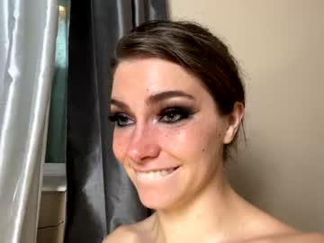 https://roomimg.stream.highwebmedia.com/ri/chroniclove.jpg?1594071480