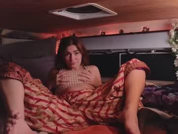 https://roomimg.stream.highwebmedia.com/ri/chroniclove.jpg?1596677130
