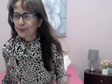 Healthy model Valery (Cindycrawford69) lovingly wrecked by delicious vibrator on sexcam