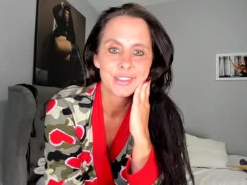 https://roomimg.stream.highwebmedia.com/ri/curvymodelmilf.jpg?1563743580
