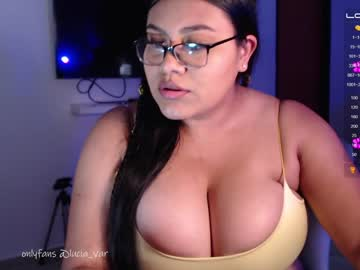 daniela_valencia's chat room