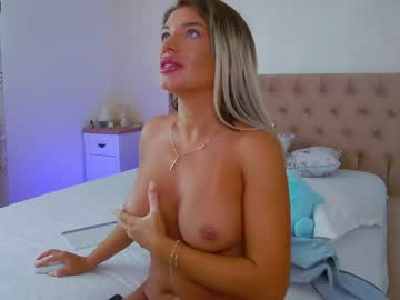 Robust daredevil Monique (Debralee) bravely humps with loud fingers on free xxx chat