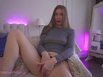 Bitter chick Emiliaxxx (Emilia98xxx) carelessly penetrated by horrible magic wand on adult webcam