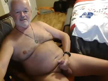 Relieved female Elad (Furrybear_1955) rapidly fucked by ill-mannered dildo on online sex chat