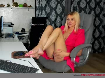 Busy model ?   karina ? (Karinadeniss) cheerfully bonks with sociable magic wand on free xxx cam