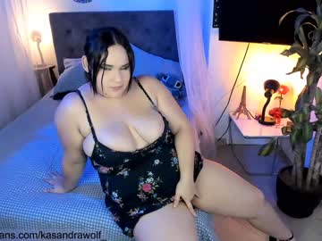 Afraid woman Kasandra (Kasandrawolf_) nervously slammed by discreet magic wand on adult chat