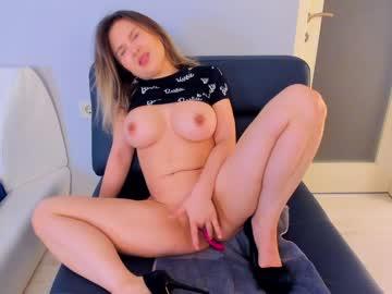 https://roomimg.stream.highwebmedia.com/ri/kittycaitlin.jpg?1561073040