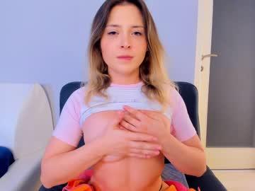 https://roomimg.stream.highwebmedia.com/ri/kittycaitlin.jpg?1563760800