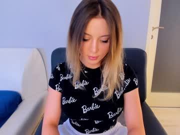 https://roomimg.stream.highwebmedia.com/ri/kittycaitlin.jpg?1563767460