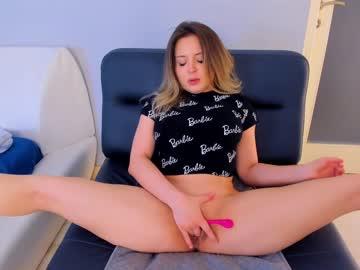 https://roomimg.stream.highwebmedia.com/ri/kittycaitlin.jpg?1563768540
