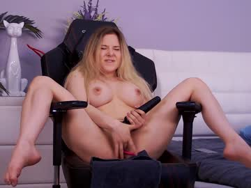 https://roomimg.stream.highwebmedia.com/ri/kittycaitlin.jpg?1593991170