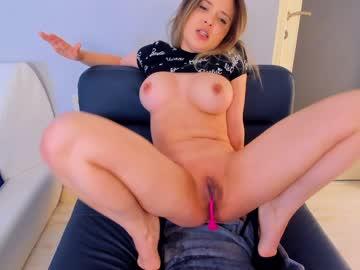 https://roomimg.stream.highwebmedia.com/ri/kittycaitlin.jpg?1597098690