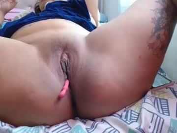 latiinsquiirt_'s chat room