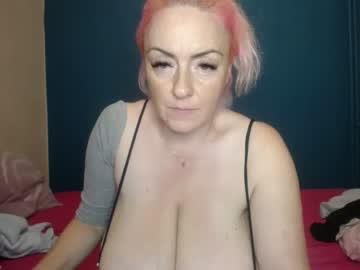 nadinnnea's chat room