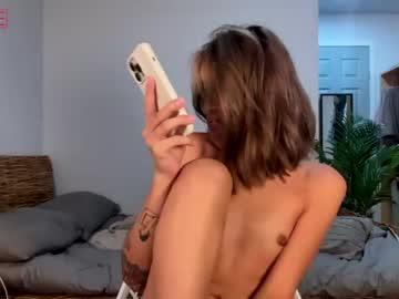 newbabeintownxx's chat room