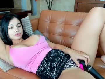 https://roomimg.stream.highwebmedia.com/ri/raquelle_star.jpg?1574248920