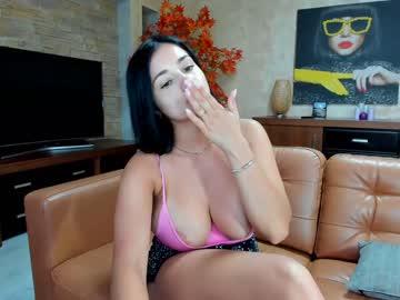 https://roomimg.stream.highwebmedia.com/ri/raquelle_star.jpg?1575805260