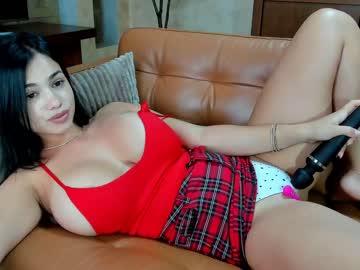 https://roomimg.stream.highwebmedia.com/ri/raquelle_star.jpg?1590577890