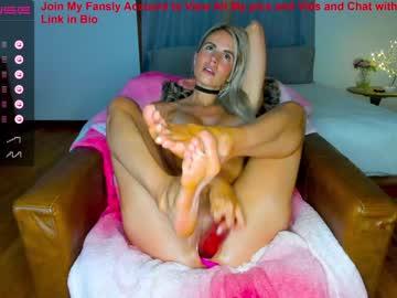 https://roomimg.stream.highwebmedia.com/ri/sexxylaurab.jpg?1558372080