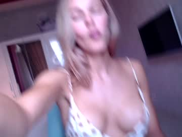 Forward diva Kaitreen (Sweetboobss1) elegantly penetrated by tough toy on sex webcam