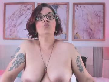 valeriefoxx's chat room