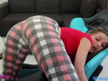 Enjoy your live sex chat Yesonee from Chaturbate - 0 years old - Russia