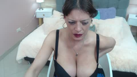 abril_777's chat room