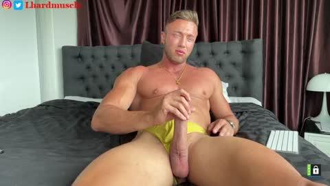 leon_lovefitness's chat room