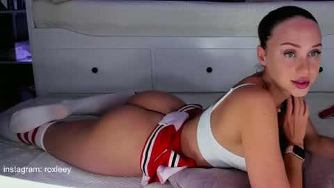 roxy_blue_eyed_'s chat room