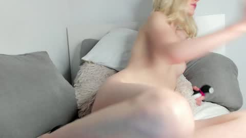 yournaughtymiss's chat room